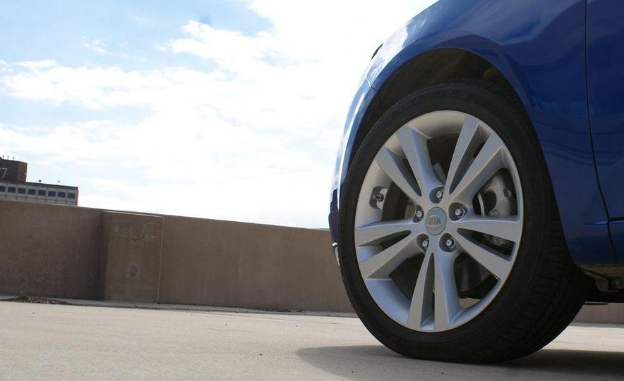 2011 Kia Forte SX 5-door - Slide 23
