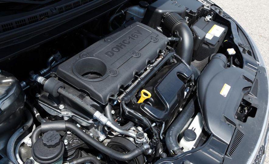 2011 Kia Forte SX 5-door - Slide 18
