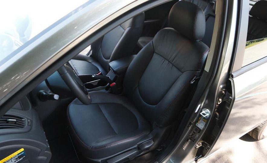 2011 Kia Forte SX 5-door - Slide 11