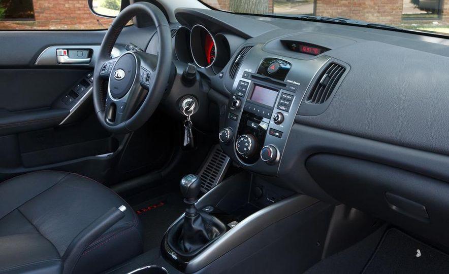 2011 Kia Forte SX 5-door - Slide 12