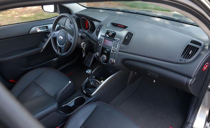 2011 Kia Forte SX 5-door - Slide 13