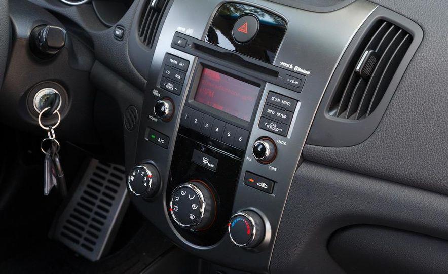 2011 Kia Forte SX 5-door - Slide 15