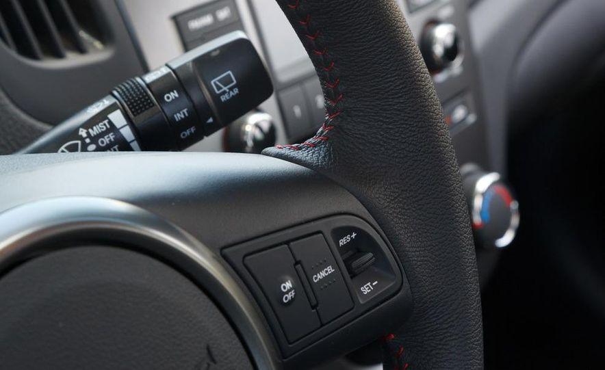 2011 Kia Forte SX 5-door - Slide 16