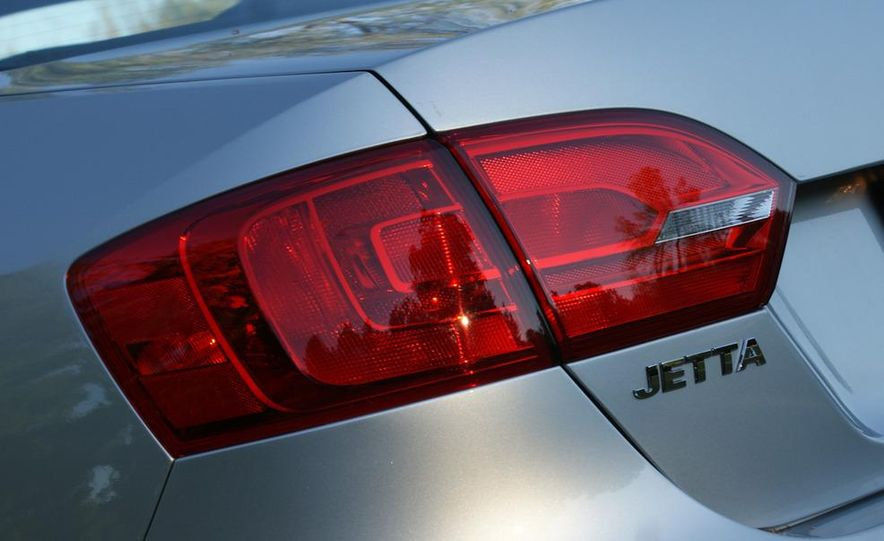 2011 Volkswagen Jetta TDI - Slide 8