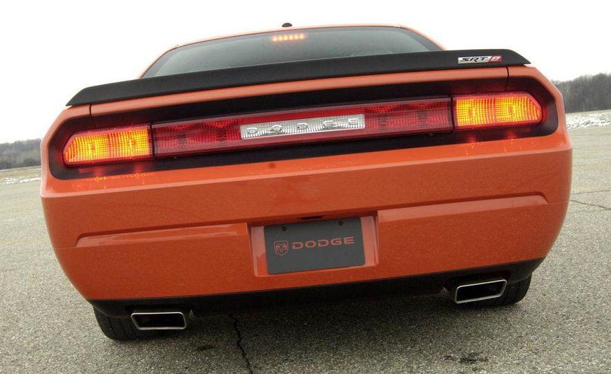 2011 Dodge Challenger SRT8 392 - Slide 22
