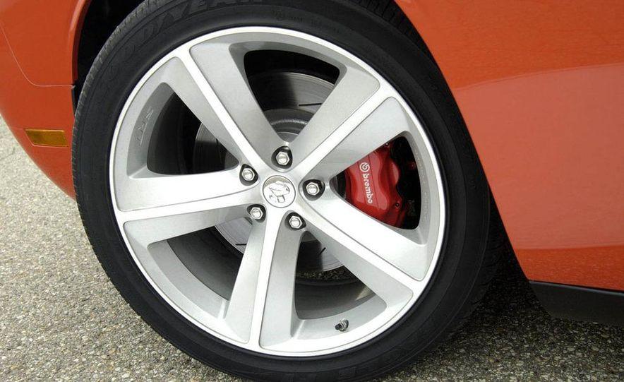 2011 Dodge Challenger SRT8 392 - Slide 21
