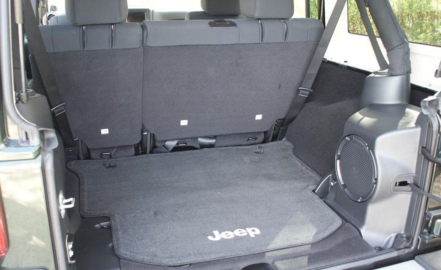 2011 Jeep Wrangler Unlimited Sahara - Slide 15