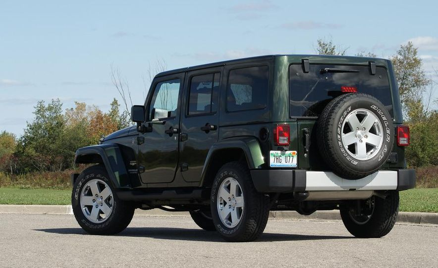 2011 Jeep Wrangler Unlimited Sahara - Slide 7