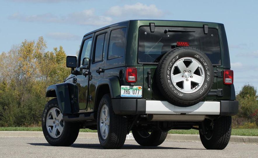 2011 Jeep Wrangler Unlimited Sahara - Slide 6