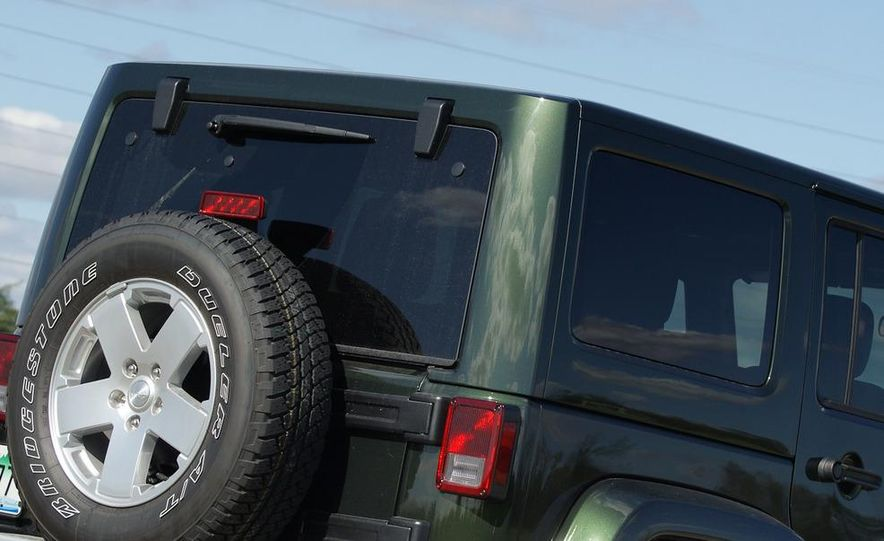 2011 Jeep Wrangler Unlimited Sahara - Slide 8