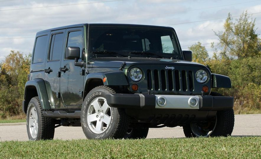 2011 Jeep Wrangler Unlimited Sahara - Slide 2