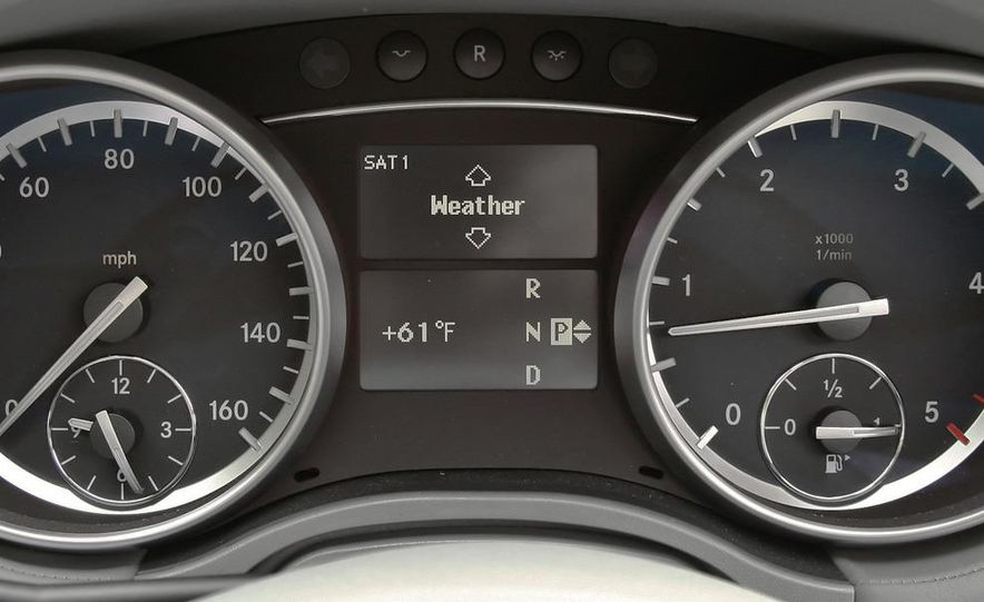 2011 Mercedes-Benz GL350 BlueTec 4MATIC - Slide 27