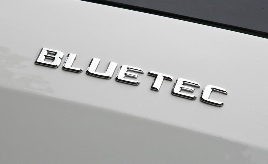 2011 Mercedes-Benz GL350 BlueTec 4MATIC - Slide 17