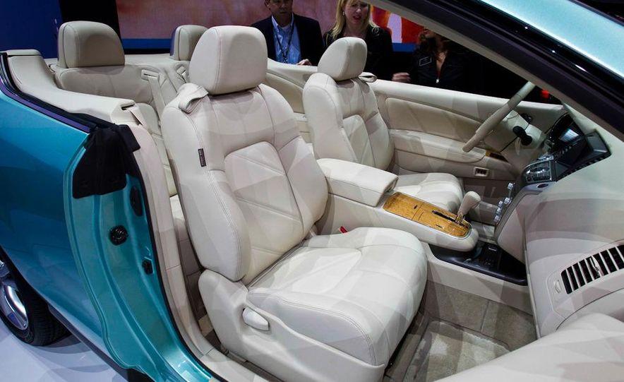 2011 Nissan Murano CrossCabriolet - Slide 17