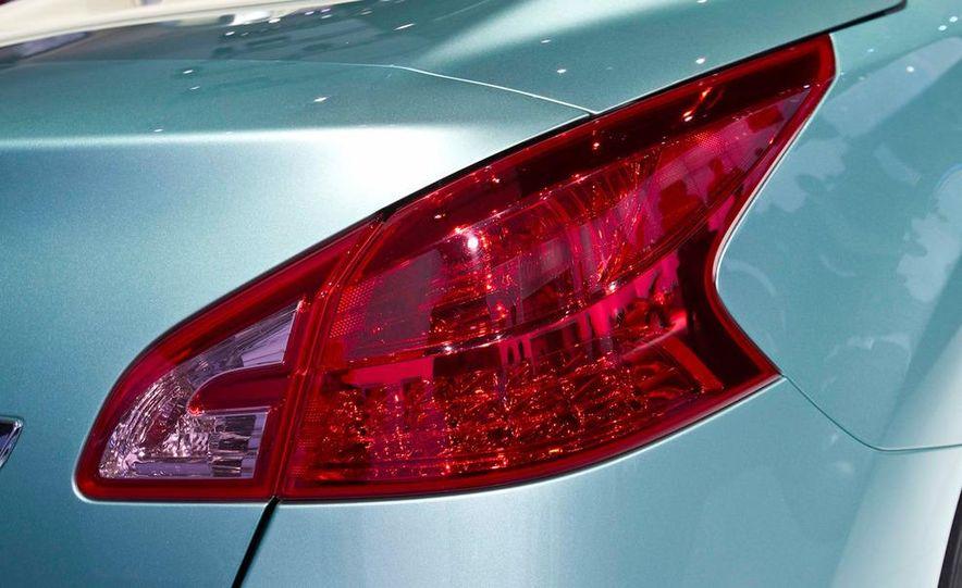 2011 Nissan Murano CrossCabriolet - Slide 12