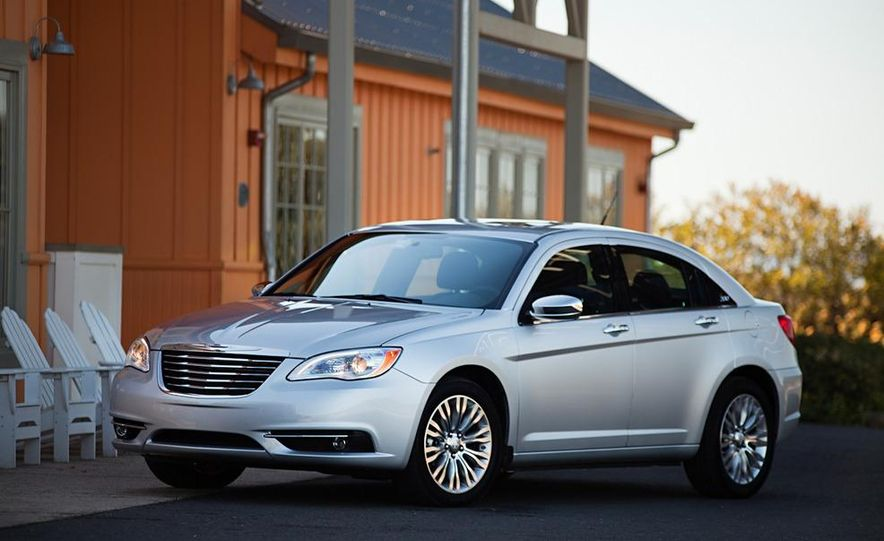2011 Chrysler 200 - Slide 5