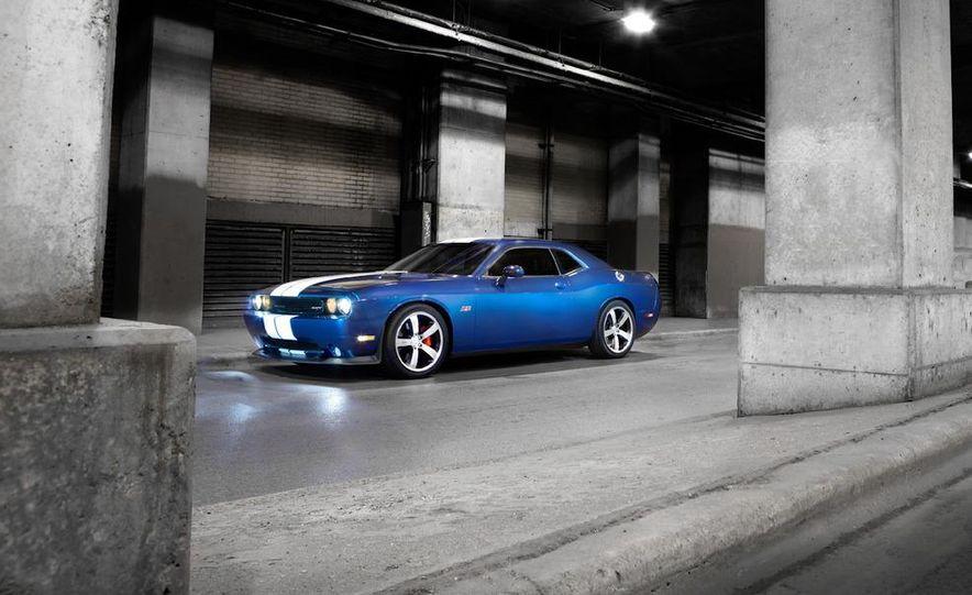 2011 Dodge Challenger SRT8 392 - Slide 14