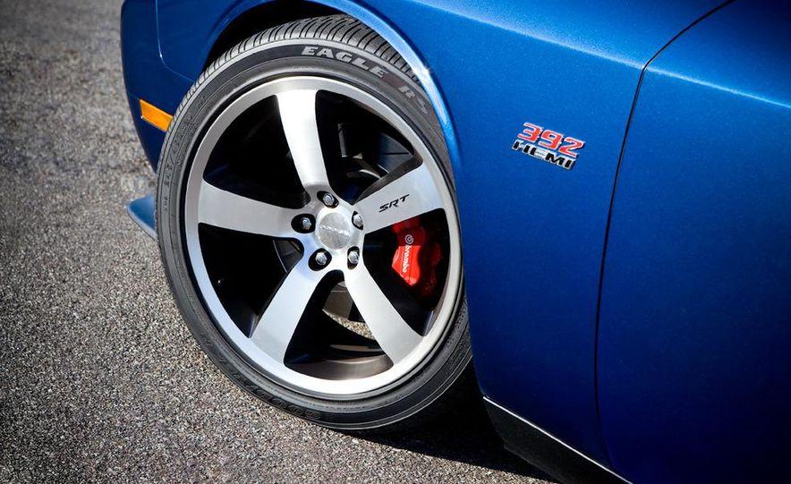 2011 Dodge Challenger SRT8 392 - Slide 16