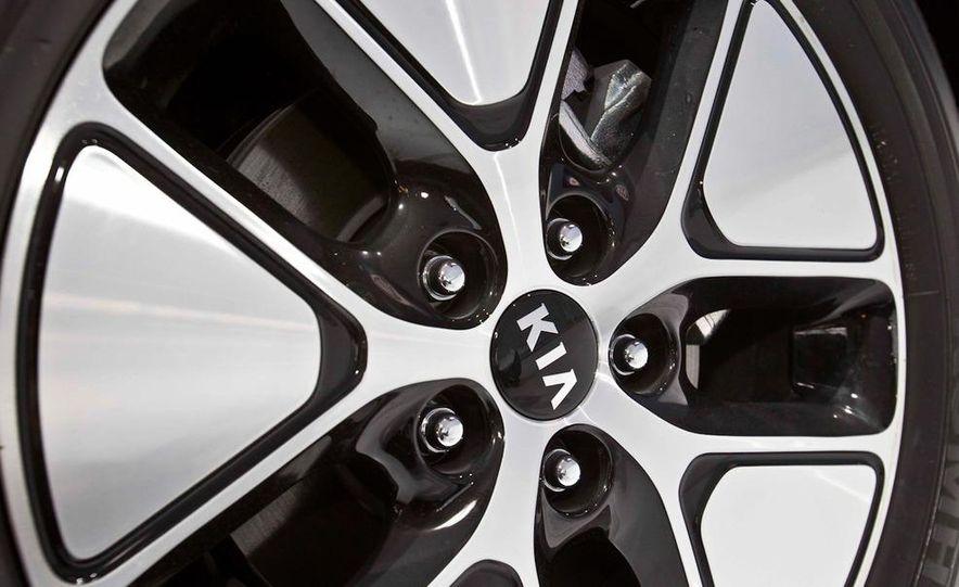 2011 Kia Optima hybrid - Slide 5