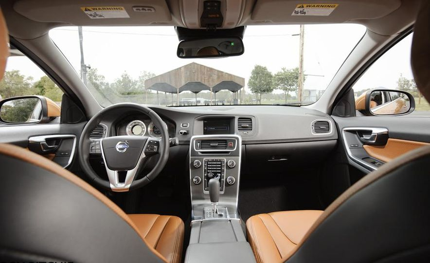 2011 Volvo S60 T6 AWD - Slide 16
