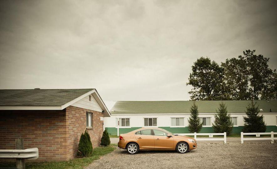 2011 Volvo S60 T6 AWD - Slide 7
