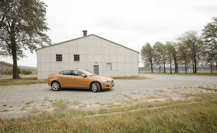 2011 Volvo S60 T6 AWD - Slide 13