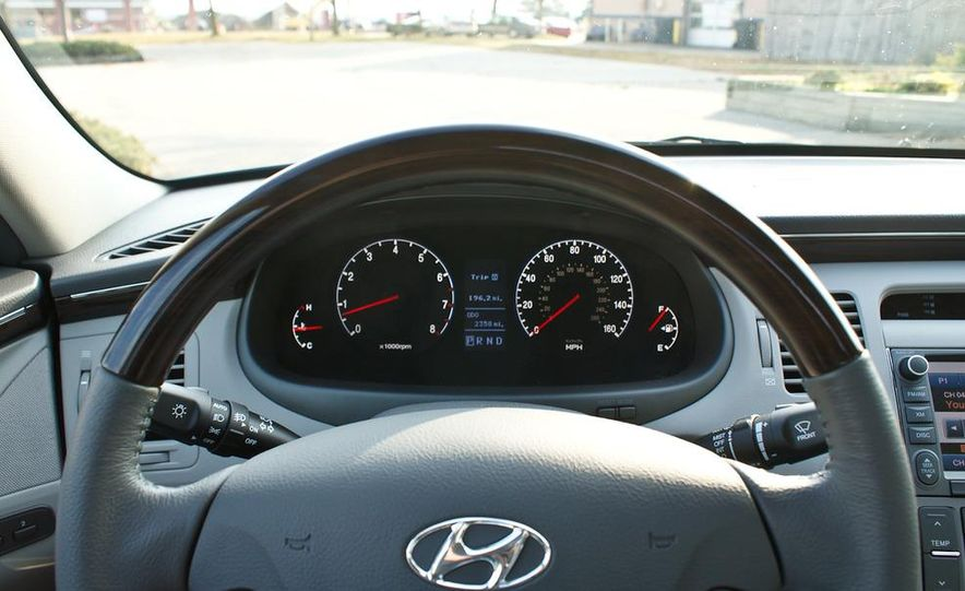 2011 Hyundai Azera Limited - Slide 21