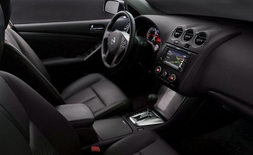 2010 Nissan Altima sedan - Slide 3