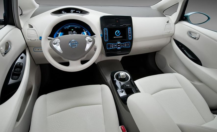 2010 Nissan Altima sedan - Slide 15