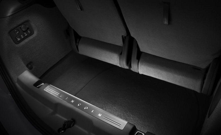 2012 Lincoln MKT hearse - Slide 31