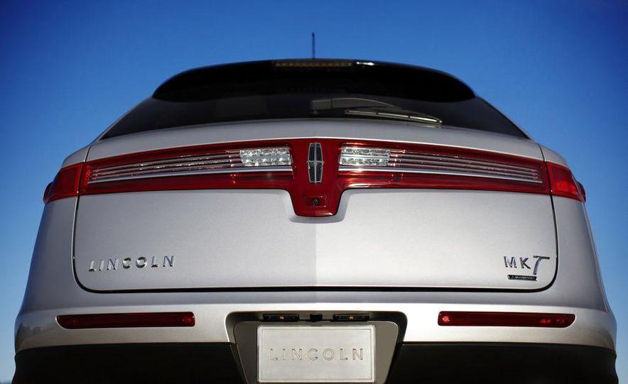 2012 Lincoln MKT hearse - Slide 18