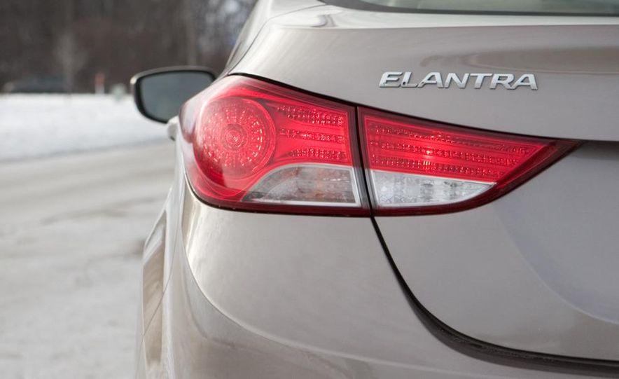 2011 Hyundai Elantra Limited - Slide 18
