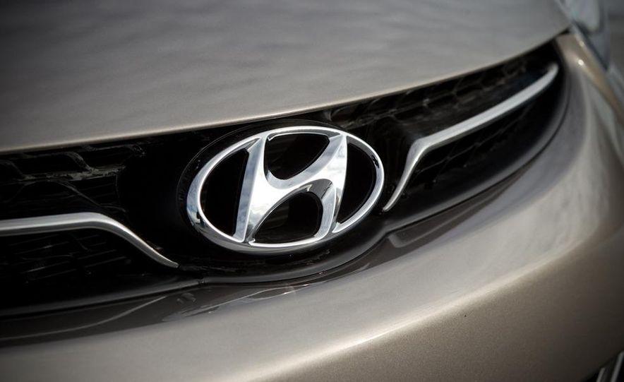 2011 Hyundai Elantra Limited - Slide 19