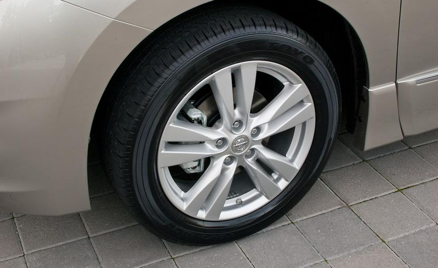 2011 Nissan Quest - Slide 12