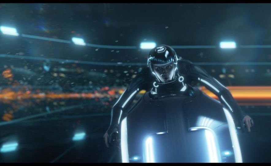 Tron: Legacy Light Runner - Slide 9