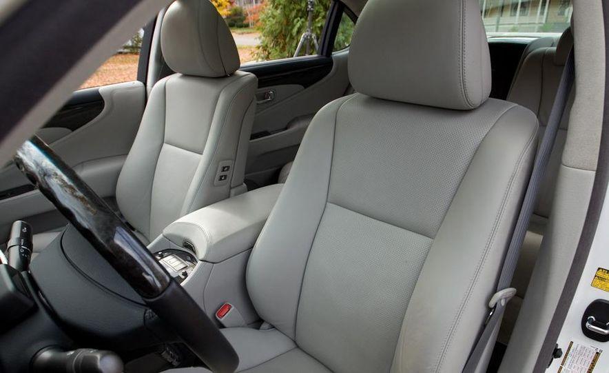 2011 Hyundai Equus and 2010 Lexus LS460L AWD - Slide 16