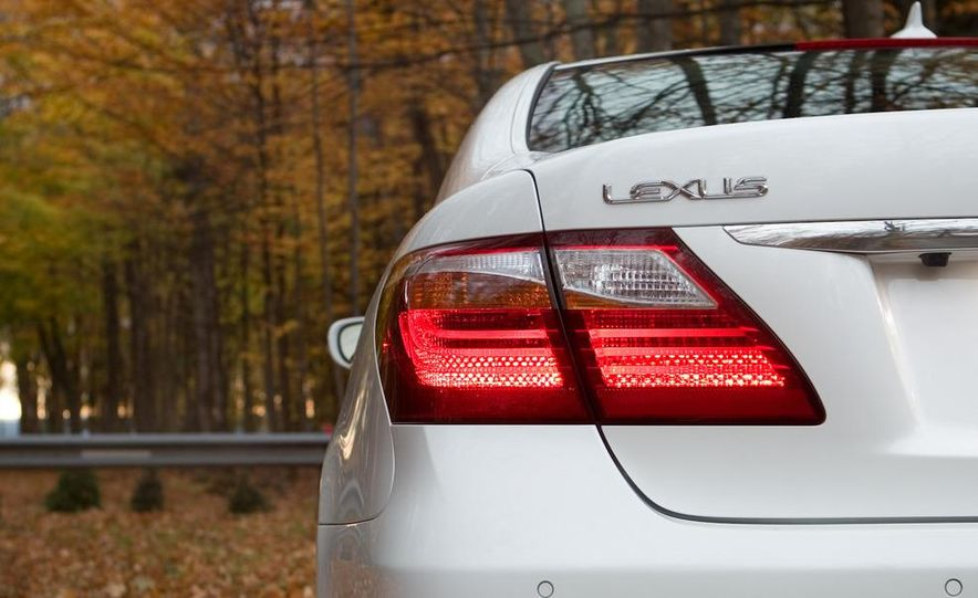 2011 Hyundai Equus and 2010 Lexus LS460L AWD - Slide 10