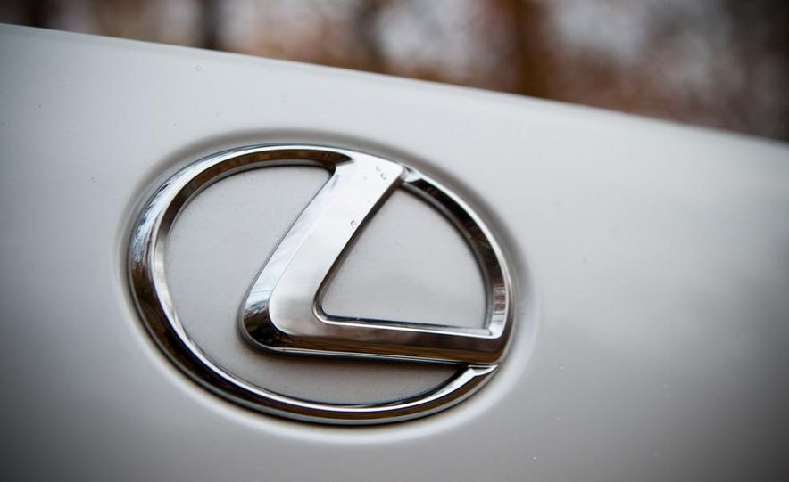 2011 Hyundai Equus and 2010 Lexus LS460L AWD - Slide 13