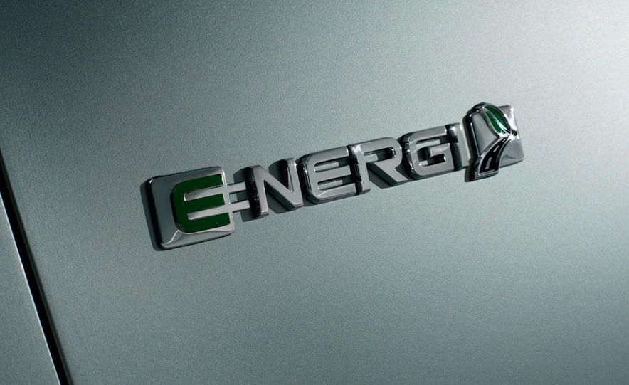 2013 Ford C-Max Energi - Slide 10