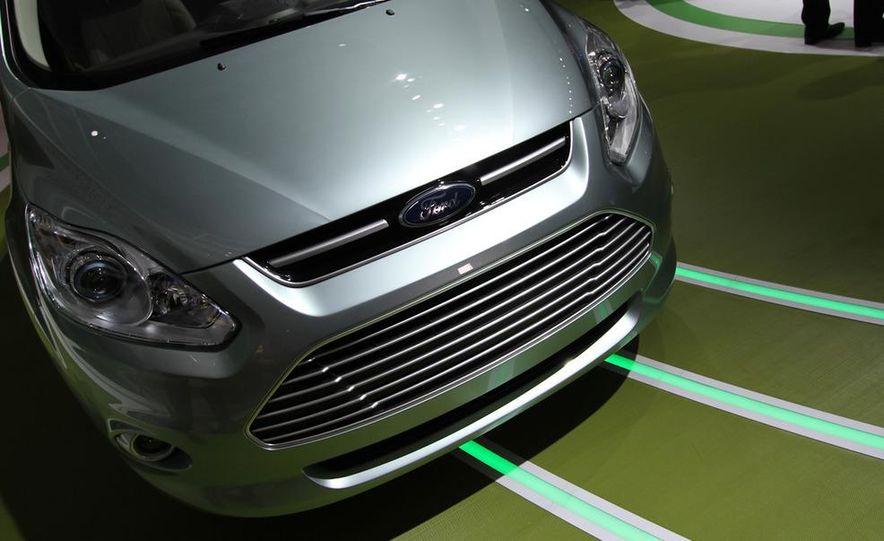 2013 Ford C-Max Energi - Slide 4
