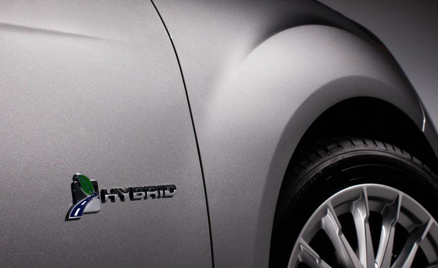 2013 Ford C-Max Energi - Slide 20