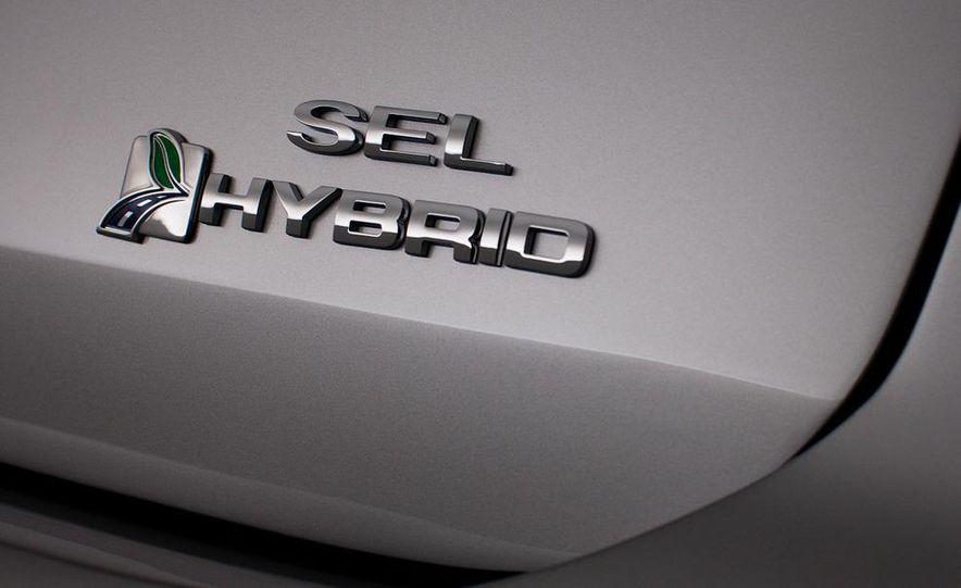 2013 Ford C-Max Energi - Slide 17