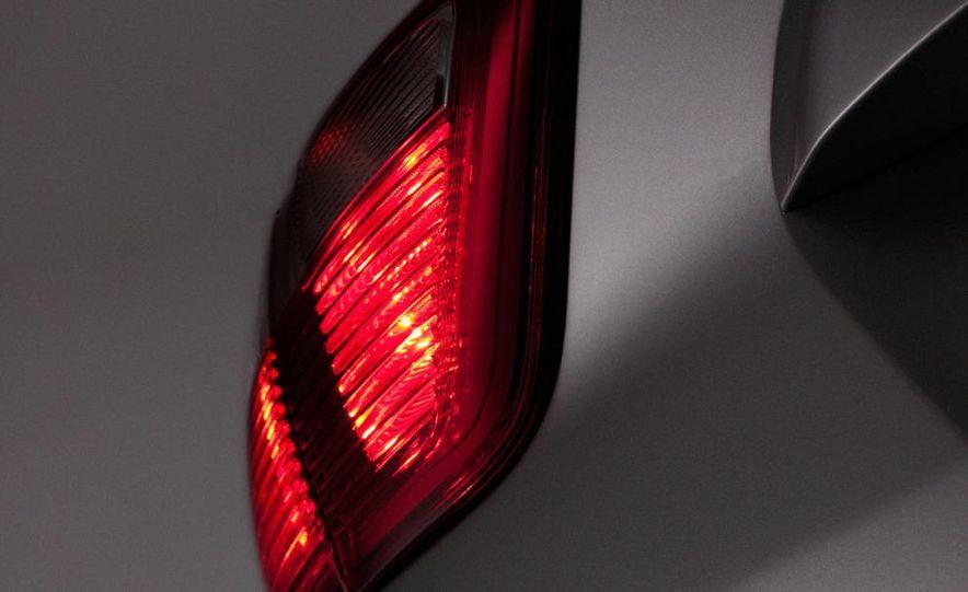 2013 Ford C-Max Energi - Slide 19