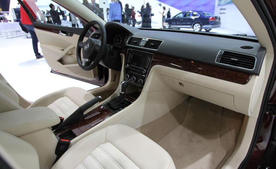 2012 Volkswagen Passat - Slide 9