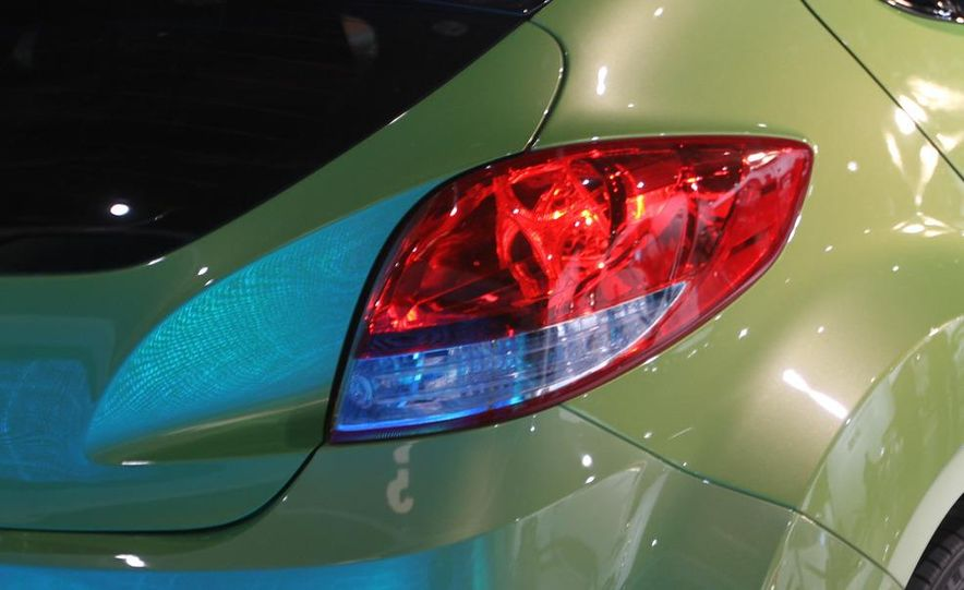 2012 Hyundai Veloster - Slide 9