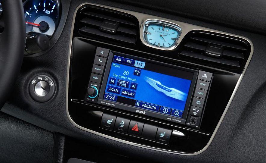 2011 Chrysler 200 convertible - Slide 26