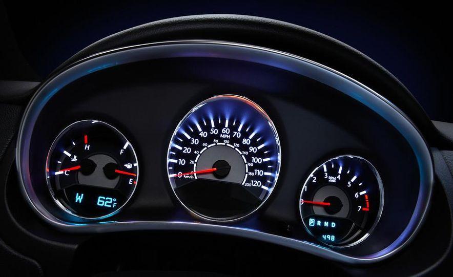 2011 Chrysler 200 convertible - Slide 25