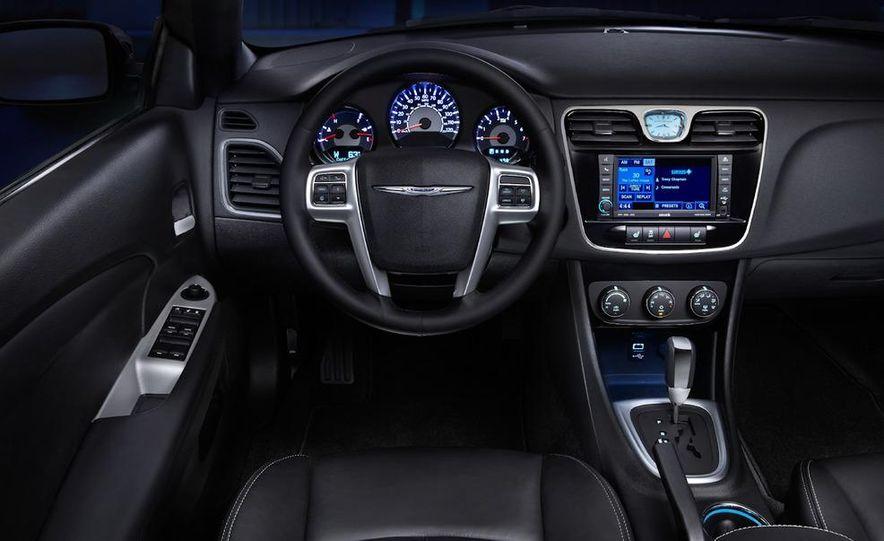 2011 Chrysler 200 convertible - Slide 22
