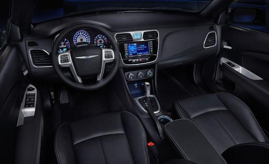 2011 Chrysler 200 convertible - Slide 23