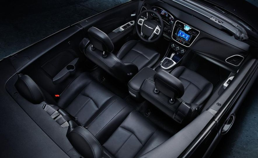 2011 Chrysler 200 convertible - Slide 24